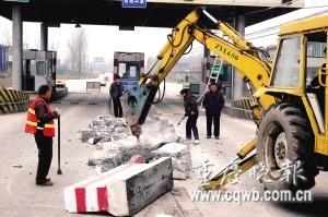安徽省拆除二级公路收费站 新华社