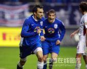 图文:[中超]上海4-1深圳  罗迪克庆祝进球