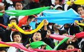 图文:[中超]长春0-0陕西 孤儿学校学生们加油