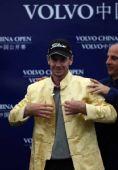 图文:中国高尔夫公开赛落幕 冠军穿金色唐装