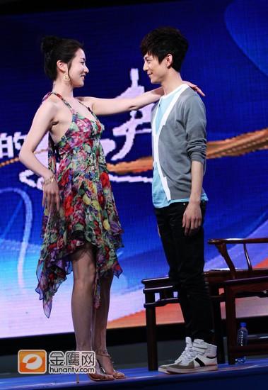 崔贞媛和何炅共舞