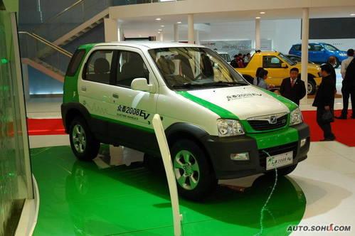 众泰 纯电动车 实拍 外观 国内首发 车展上市 自主车 新能源车 家用 5-10万 图片