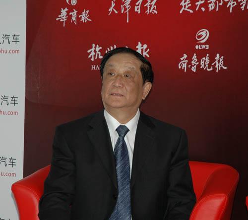 中国重型汽车集团有限公司副总经理、研究员级高级工程师王文宇
