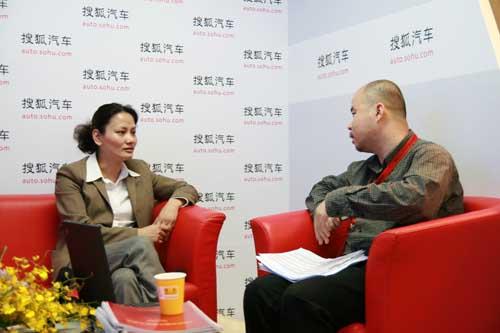 上海汽车集团股份有限公司乘用车公关部总监何晓劲接受搜狐采访