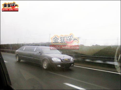 黑色版本的奇瑞东方之子加长版礼宾车