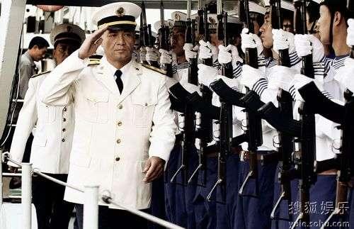 司令尤勇海上阅兵