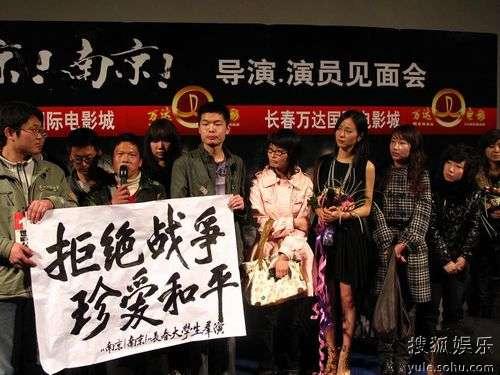 群演呼吁和平,江一燕落泪