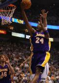 图文:[NBA季后赛]湖人VS爵士 科比快攻上篮
