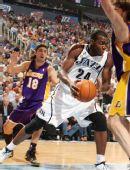 图文:[NBA季后赛]湖人VS爵士 米尔萨普突破