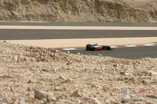 图文:F1巴林站第二次练习赛 荒漠中的赛道