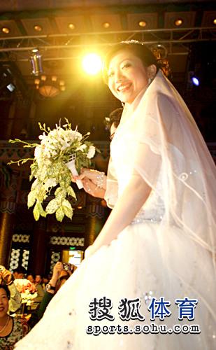 图文:李佳薇李超婚礼现场 李佳薇美丽笑容