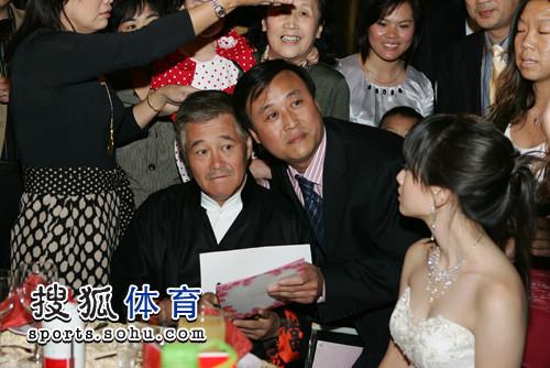 赵本山出席婚礼