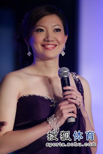 图文:李佳薇李超婚礼现场 李佳薇笑容甜美