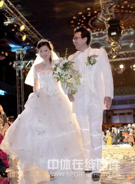 图文:李佳薇李超婚礼现场 李佳薇白色婚纱