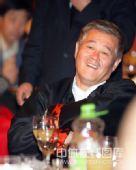 图文:李佳薇李超婚礼现场 赵本山很开心
