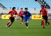 图文:[中超]江苏0-0河南 王寿挺在比赛中