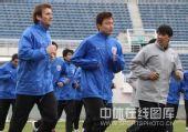图文:[中超]上海备战长春 郜林领跑