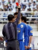 图文:[中超]长春1-0上海 于涛红牌下场