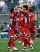 图文:[中超]重庆1-0大连 力帆队员庆祝胜利