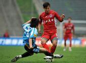 图文:[中超]重庆1-0大连 范冬青带球突破