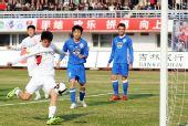图文:[中超]长春1-0上海申花 曹添堡进球瞬间