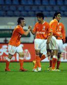 图文:[中超]山东鲁能1-0青岛中能 王永珀庆祝
