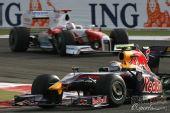 图文:F1巴林大奖赛正赛 维特尔在弯道中