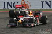 图文:F1巴林大奖赛正赛 韦伯率先入弯