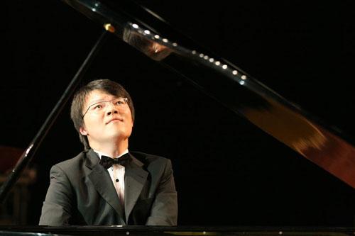吴纯钢琴公益巡演活动在北京现代音乐学院举行
