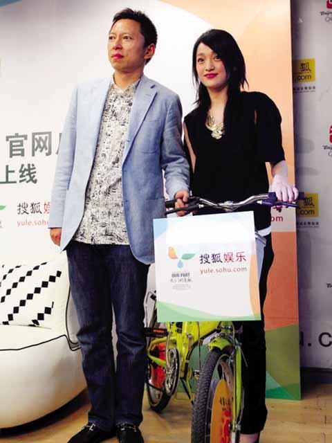 周迅(右)与张朝阳共倡环保