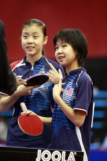 张安(右)小美女