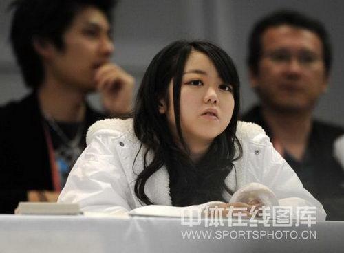 图文:世乒赛美女主持成靓丽风景