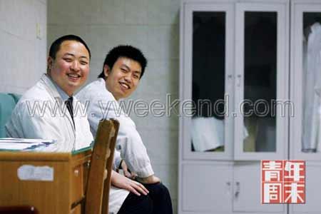 休息时,张祺(左)和张洋爱讲一些彼此身上发生的趣事