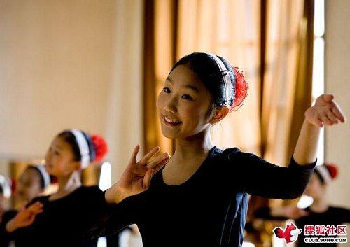 西方人镜头下的北朝鲜年轻女孩