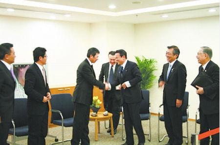 麻生太郎感谢冯小刚宣传了日本。