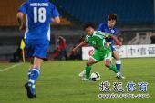 图文:[中超]北京VS上海 马丁内斯护球