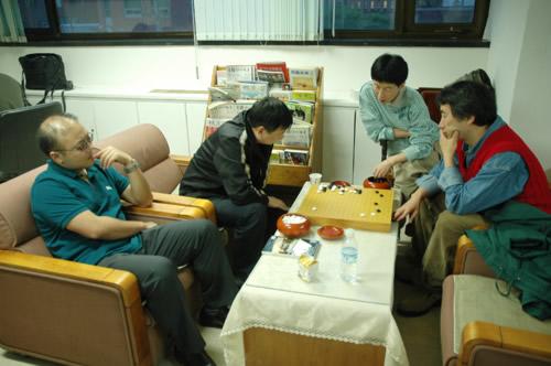 图文:BC卡杯决赛首局开战 俞斌与芮乃伟等观战
