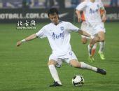 图文:[中超]天津0-1山东 吴伟安巧妙扣球