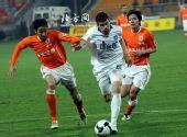 图文:[中超]天津0-1山东 路易斯冲击对手