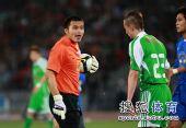 图文:[中超]北京0-0上海 邱盛炯不满小格