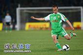 图文:[中超]北京0-0上海 陶伟传球