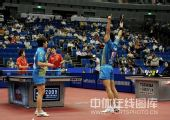 图文:李平/曹臻混双夺冠 李平举双臂庆祝