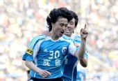 图文:[中超]大连1-0长沙 安贞焕庆祝进球