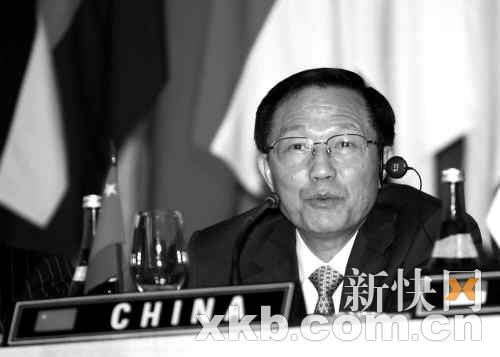 ■5月3日,中国财政部部长谢旭人参加东盟10国与中日韩(10+3)三国财长联合新闻发布会。