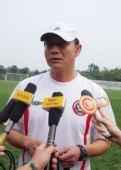 图文:[中超]成足公布新教练 王宝山接受采访