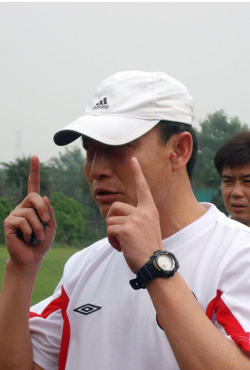 图文:[中超]成足公布新教练 王宝山点评江山
