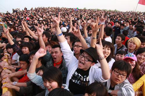 草莓音乐节热情的观众