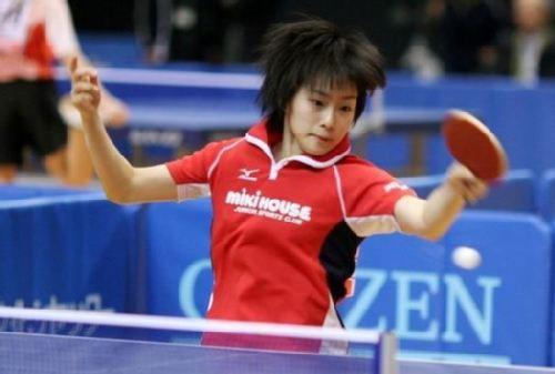 图文:日本乒坛新玉女掌门人 比赛的风采