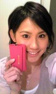 图文:世乒赛日本美女主播助阵 展示新钱包