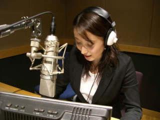 图文:世乒赛日本美女主播助阵 正在主持节目